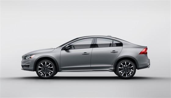 Volvo S60 Cross Country yeni bir segment yaratıyor