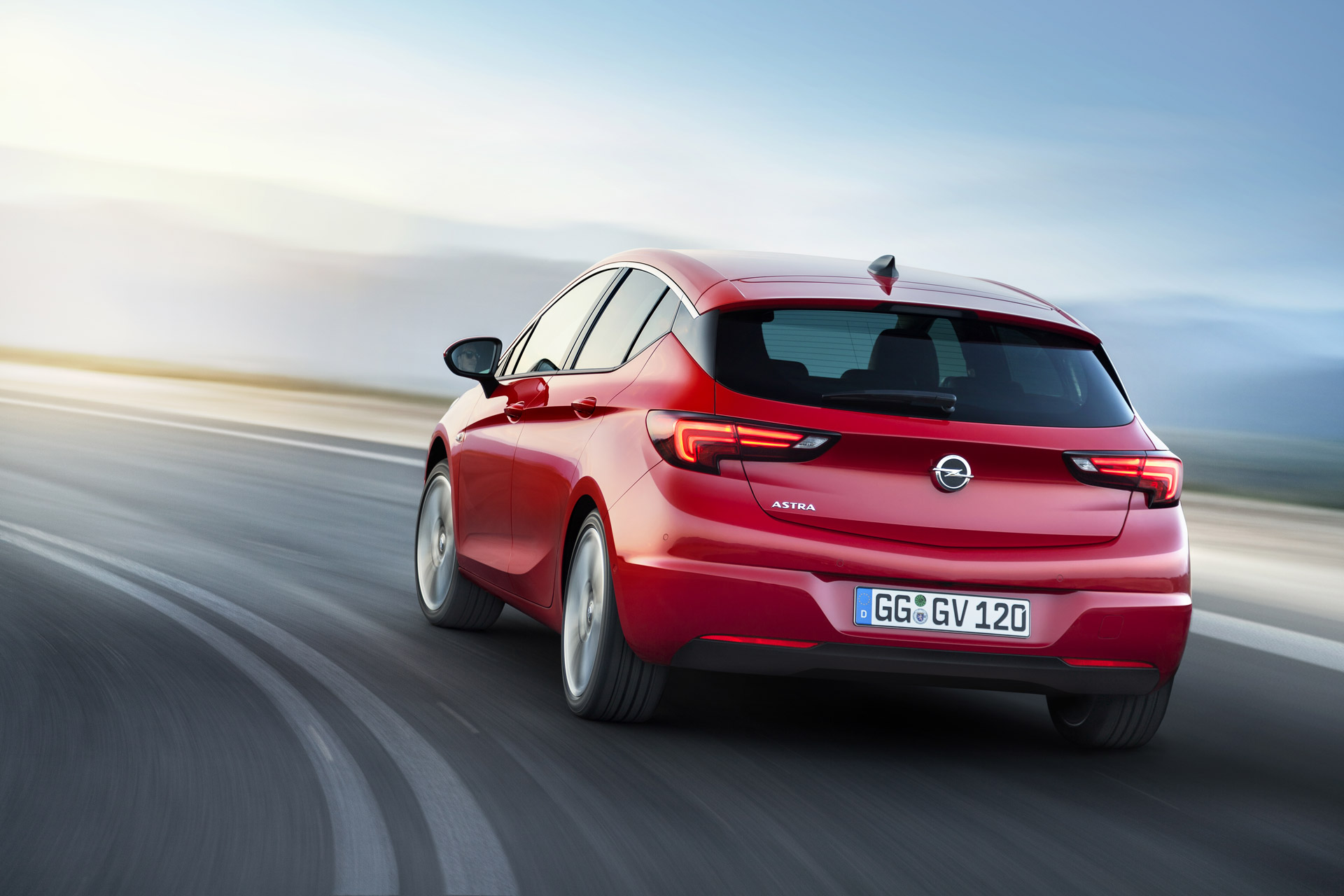 Yeni nesil Opel Astra, eski versiyona göre biraz daha kısa