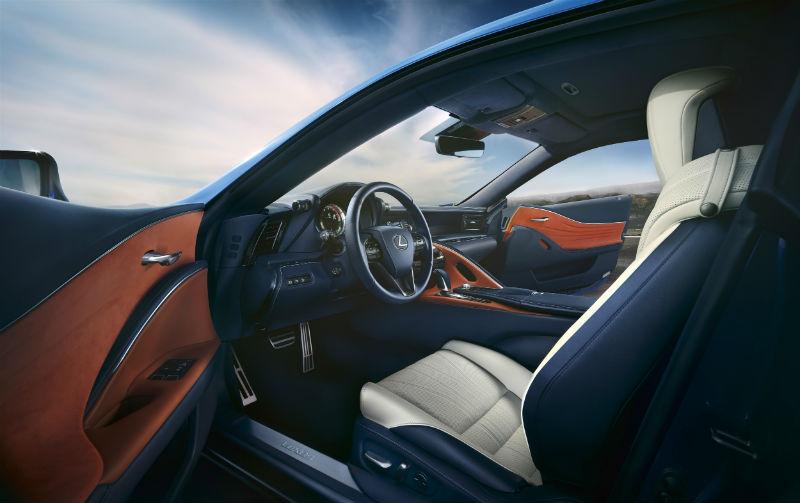 lexus lc 500 sürücü koltuğu