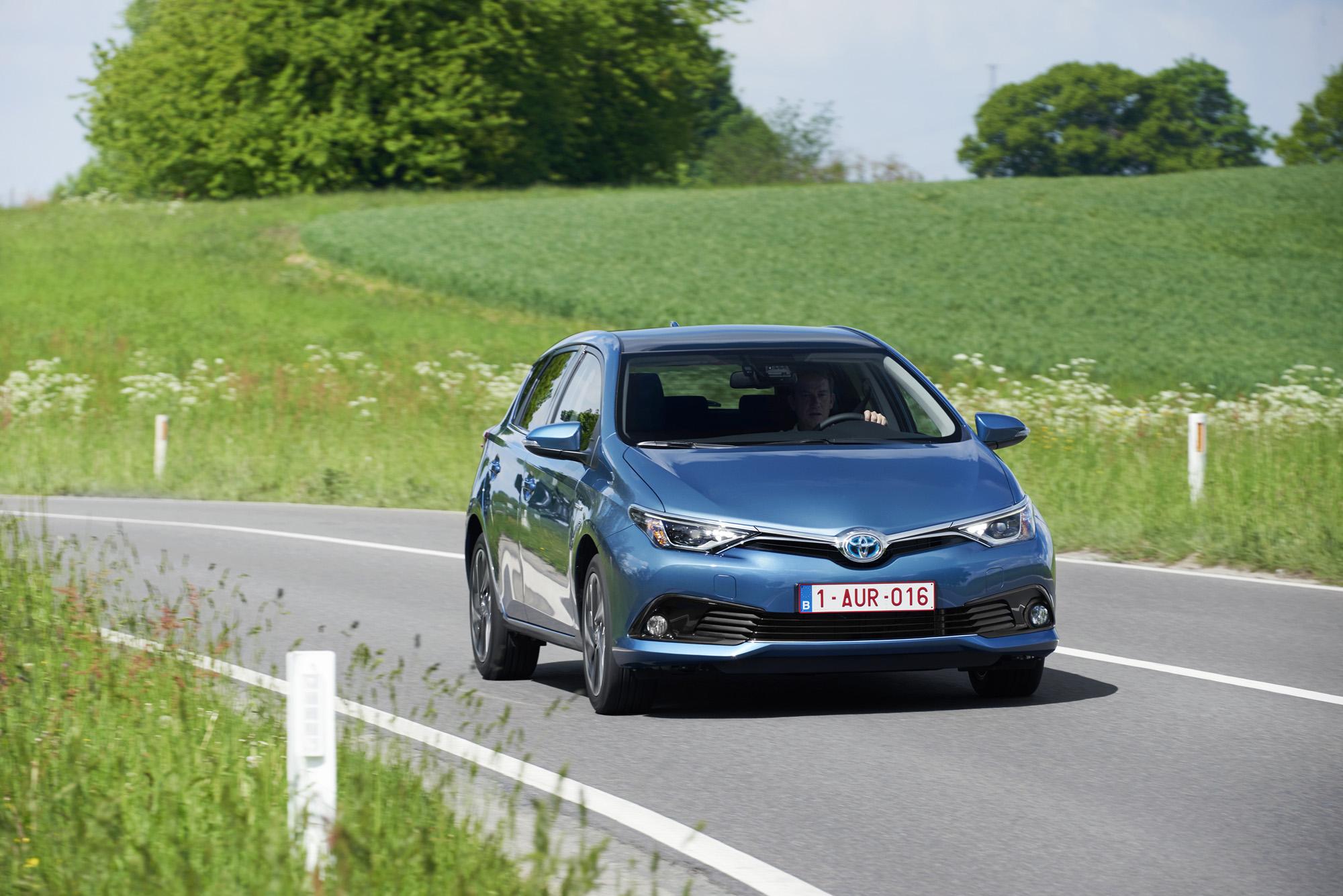 Yeni Auris 2015  fiyatlarında radikal bir değişiklik beklenmiyor, 4 versiyonla 4 farklı donanım paketi olacak.