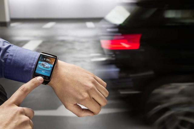Akıllı saat, aracın uzaktan otomatik park etmesini sağlıyor