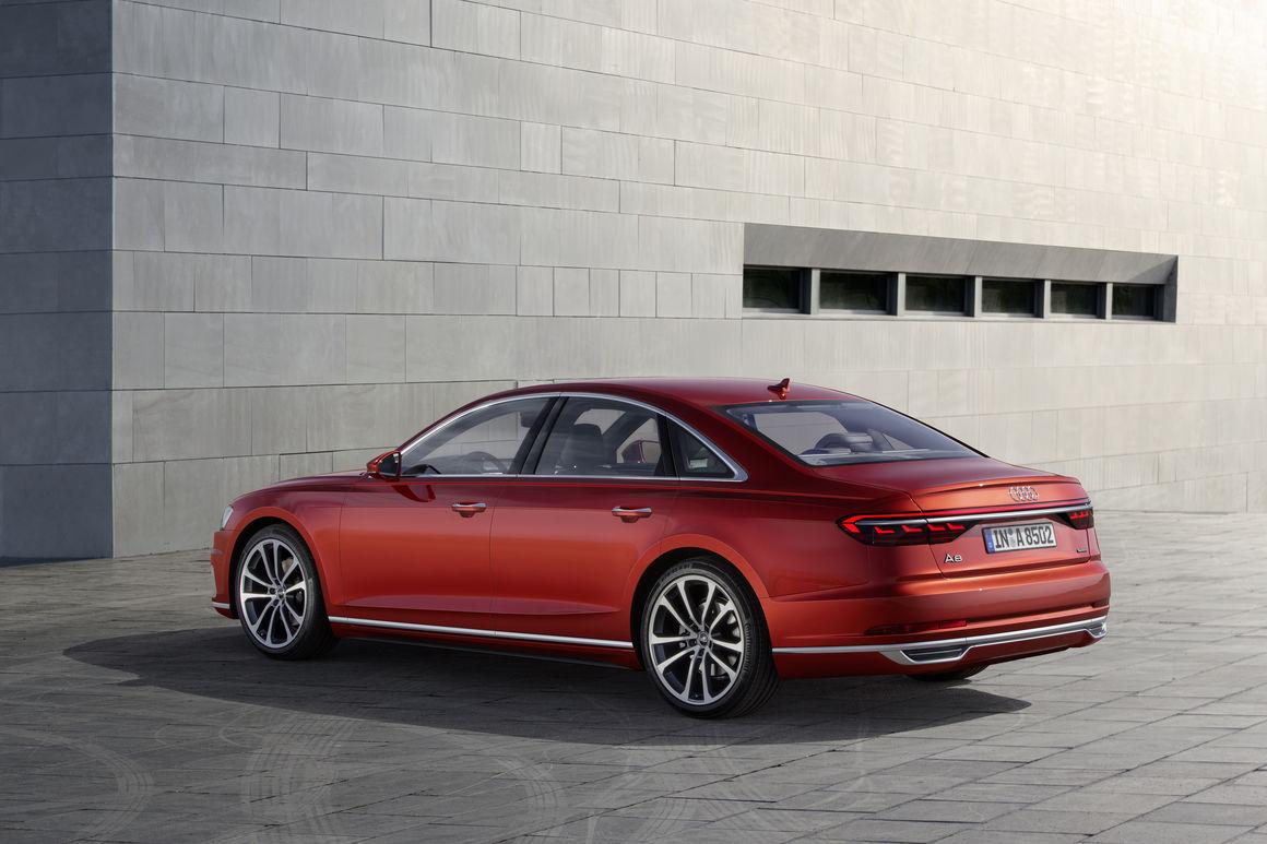 Audi A8 arka