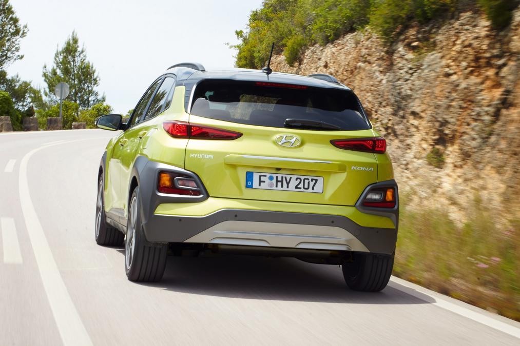 Hyundai Kona arka yeşil suv