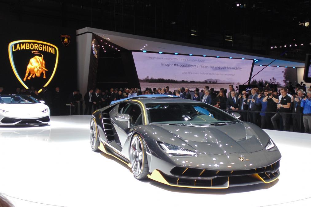Lamborghini Centenario 100.yıla özel ve yalnızca 40 adet üretildi.
