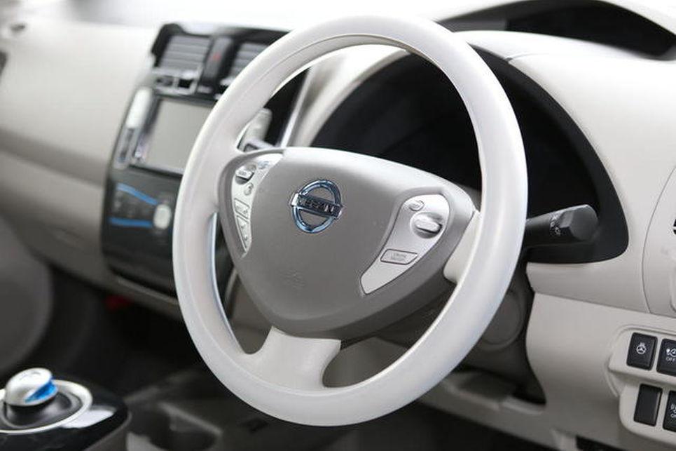 Sürücüsüz Nissan modelinin direksiyonu