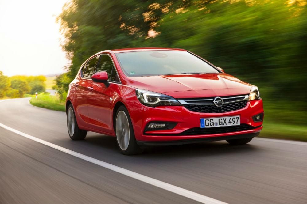 Yeni Opel Astra, Cenevre Otomobil Fuarı 2016'da yılın otomobili ödülünün sahibi oldu.